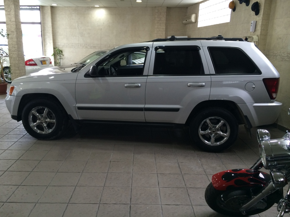 2008 Jeep Grand Cherokee Laredo V6 4x4 for sale @ Mini Me Motors in Beirut, Lebanon (4/6)