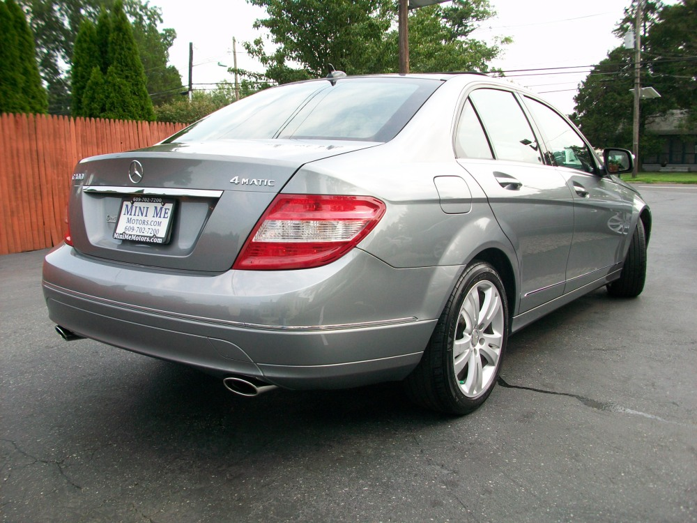 2008 Mercedes-Benz C300 4Matic luxury sedan for sale in Beirut, Lebanon (3/6)