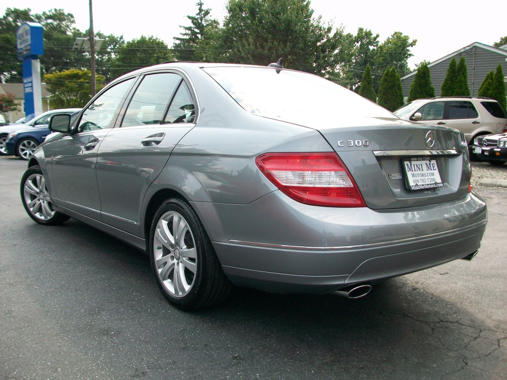 2008 Mercedes-Benz C300 4Matic luxury sedan for sale in Beirut, Lebanon (4/6)